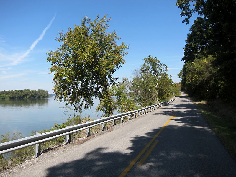River Rd runs right along the river north of Smithland