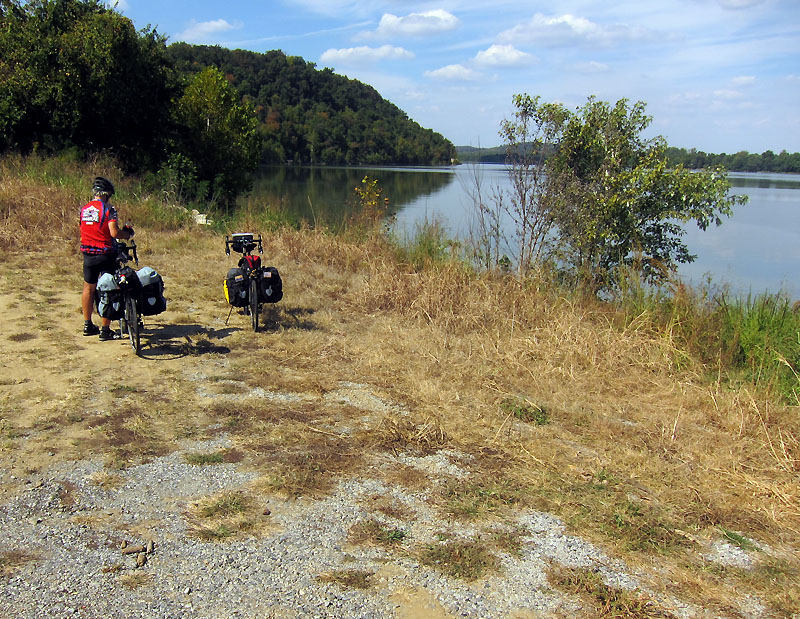 Boat ramp lunch in Carrsville KY